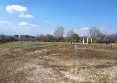 Откакто стартирахме поливната система на градините по 35 кубика вода се изливат всеки ден, за да може тревата да бъде гъста и зелена.