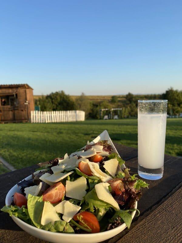 Ресторант с градини близо до София